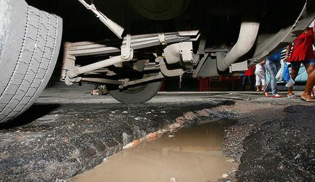Você repórter: Buracos em Itapuã estão demais
