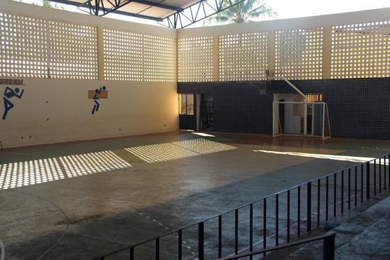 Estudantes do colegio Rotary reividicam utilização da quadra poliesportiva