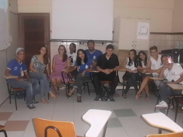 Curso de fotografia é realizado em escola do bairro