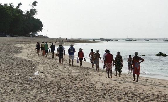 Nativos realizam caminhada de Itapuã até Arembepe nesta sexta (26)