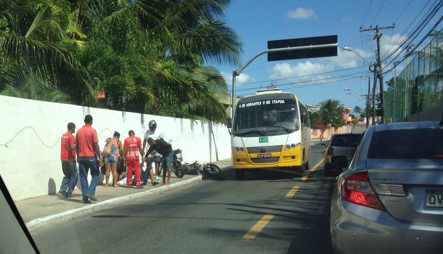 Acidente envolvendo Motocicilista deixa trânsito lento em Itapuã