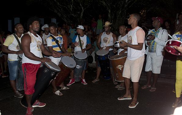 Moradores de Itapuã lotam as ruas do bairro para celebrar o São Pedro
