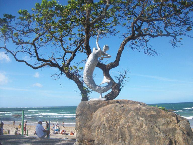 Praia de Itapuã é novamente apontada como imprópria para banho
