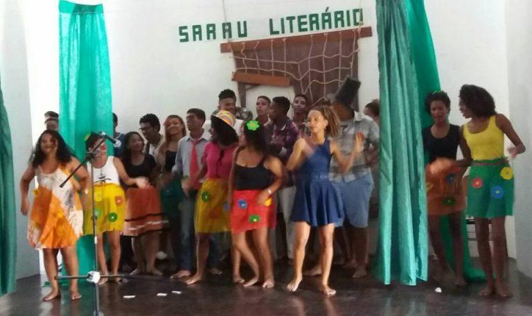 Alunos do Colegio Lomanto Junior participam de Sarau Literário