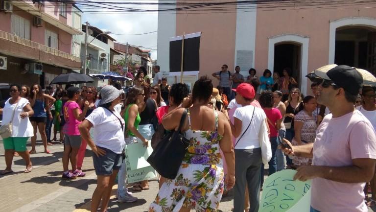Escolas de Itapuã em greve: Professores da rede municipal marcam protesto para esta quinta (12)