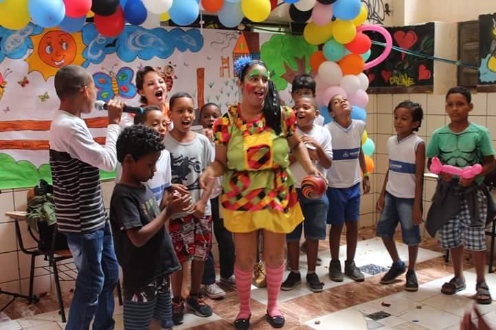 Feira literária realizada no Colégio Estadual Rotary envolve crianças e adolescentes de Itapuã