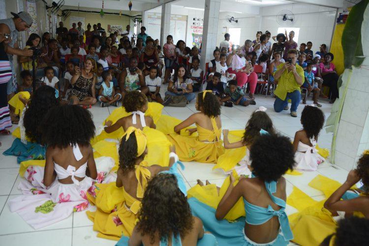 Projeto de cultura e dança movimenta Escola Municipal Dorival Caymmi em Itapuã