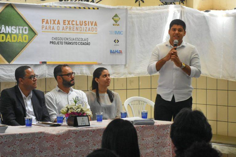 """Projeto """"Escola Amiga do Trânsito"""" certifica alunos do Colégio Estadual Rotary, em Itapuã"""