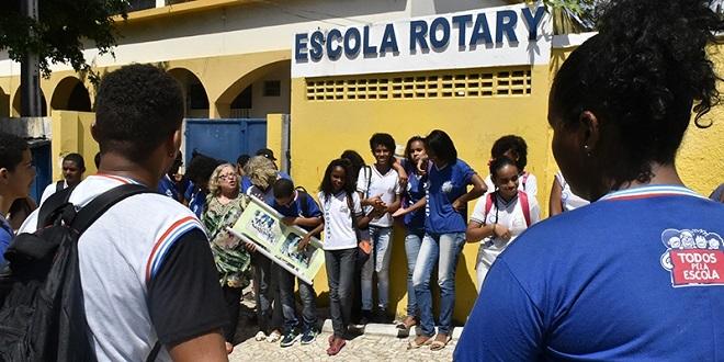 Alunos da Escola Rotary de Itapuã vão receber óculos de graça