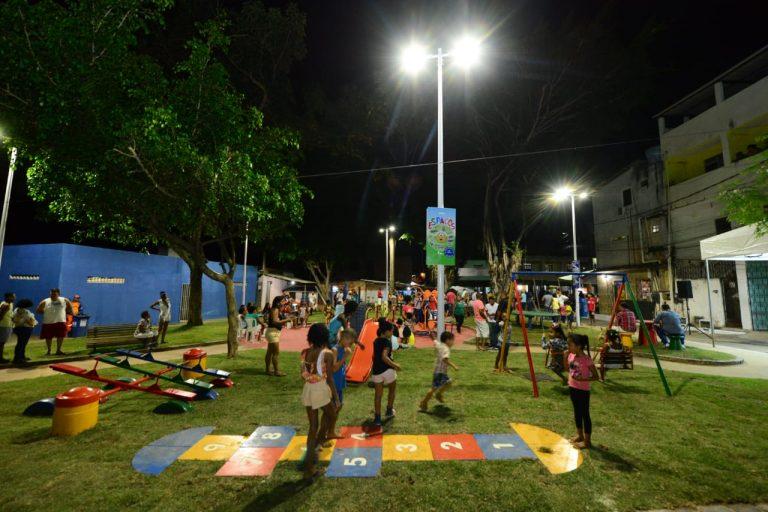 Moradores da Vila dos Ex-combatentes ganham praça revitalizada