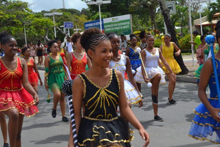 Desfile da Primavera reúne tradição e diversidade cultural em Itapuã