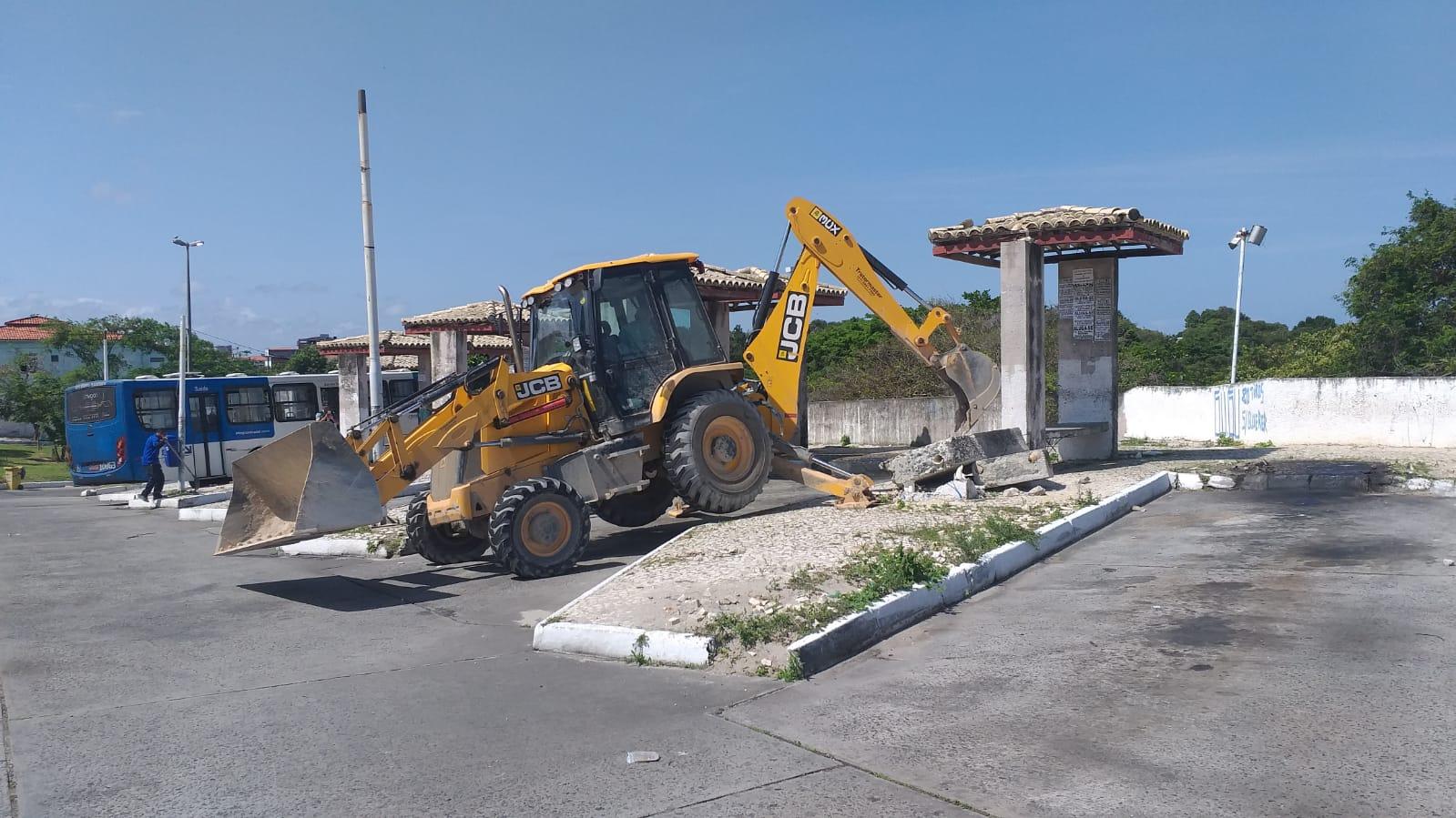 Demolição do final de linha do Abaeté