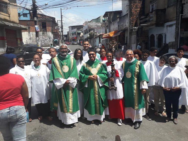 Fiéis celebram a Festa da Sagrada Família em Itapuã
