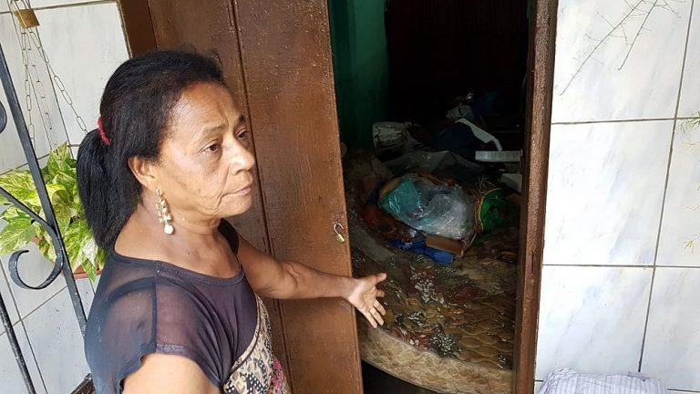 'Onde vou dormir essa noite?', diz moradora de Itapuã que perdeu móveis na chuva